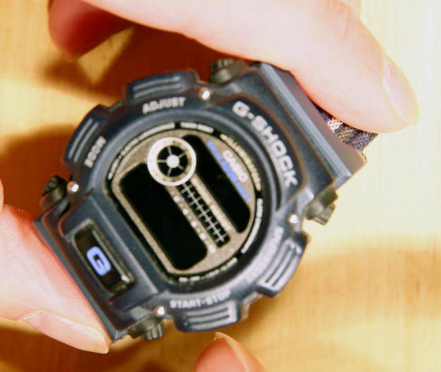 How to Change Battery on Daniel Wellington Watch?